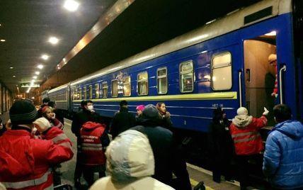 У Києві через отруєння просто з потяга госпіталізували два десятки дітей
