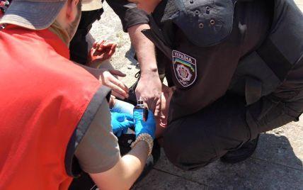 ЛГБТ-активисты собрали 10 тыс. грн для раненых во время гей-парада милиционеров