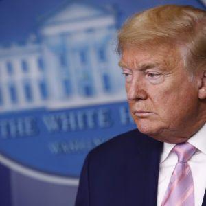"""""""Буде багато смертей"""": Трамп анонсував у США """"важкий тиждень"""" через коронавірус"""