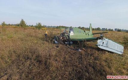 В 200-300 метрах от жилых домов: на поле вблизи Житомира упал самолет