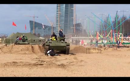 На військово-патріотичному фестивалі у Петербурзі танк переїхав людей, постраждали діти