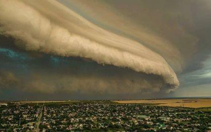 """У Мережі повідомляють про """"повітряне цунамі"""" на запорізькому курорті: що це було насправді (фото)"""