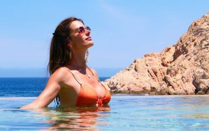 Это пикантно: обнаженная Алессандра Амбросио позировала на пляже