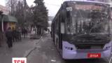 Артилерійський снаряд влучив у тролейбус в Донецьку
