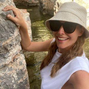В черном бикини: Катя Осадчая показала беременный живот и поделилась новыми фото из отпуска