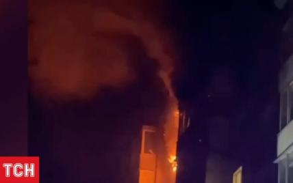 Женщина погибла во время ночного пожара в 9-этажке Киева: видео