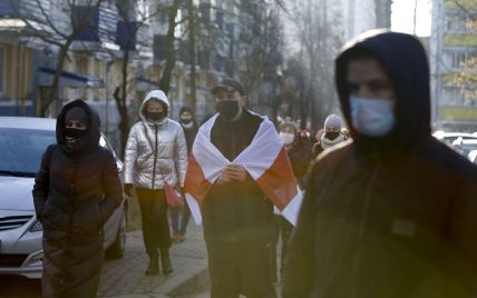 Возможность спокойно жить: Данилов рассказал о миграции молодых белорусов в Украину