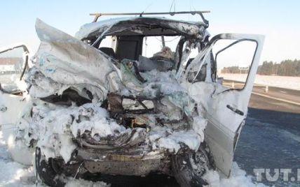У Білорусі мікроавтобус з українцями потрапив у криваву ДТП: троє загинули, багато поранених