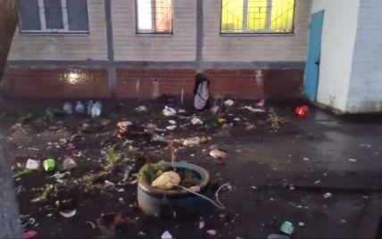 У Києві жінка викинула трирічну дитину з вікна багатоповерхівки (фото, відео)