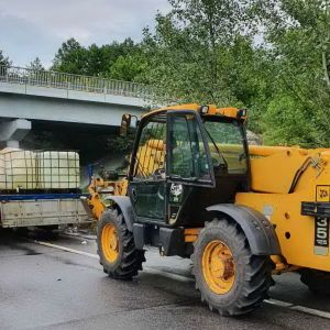 На трассе в Харьковской области произошла масштабная утечка соляной кислоты
