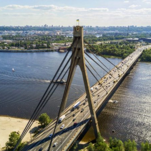 """В Киеве 37-летний мужчина """"заминировал"""" Северный мост: что грозит"""