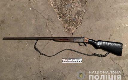 Скрывался в лесах: на Хмельнитчине задержали преступника, который пытался убить сестру и ее мужа