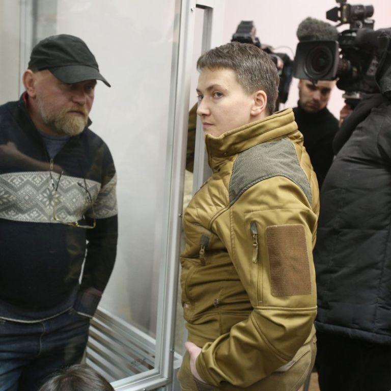Суд звільнив з-під варти Надію Савченко та Володимира Рубана