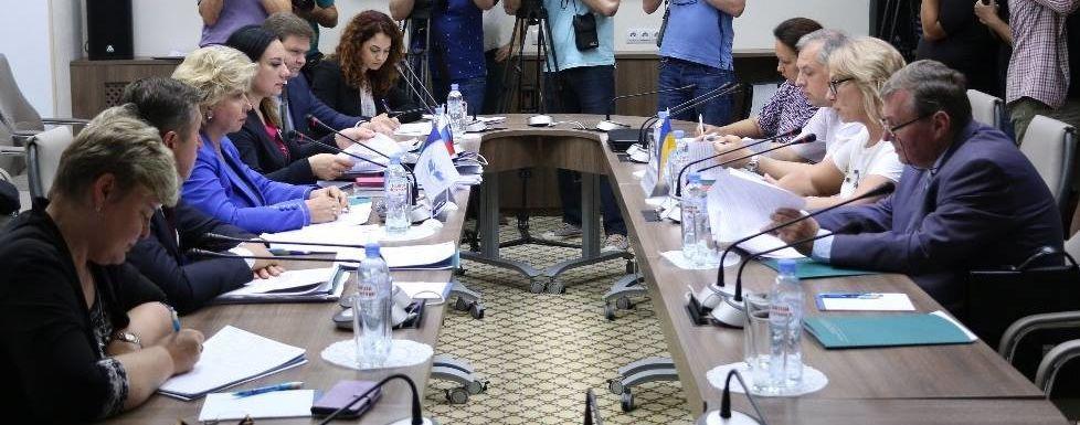 Омбудсмены Украины и России договорились о взаимных визитах к четырем заключенным по выбору