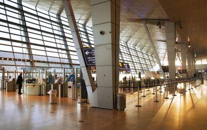 Помахал средним пальцем и улетел: в аэропорту Гданьска разгорелся скандал из-за пилота, который не пустил на борт пассажиров