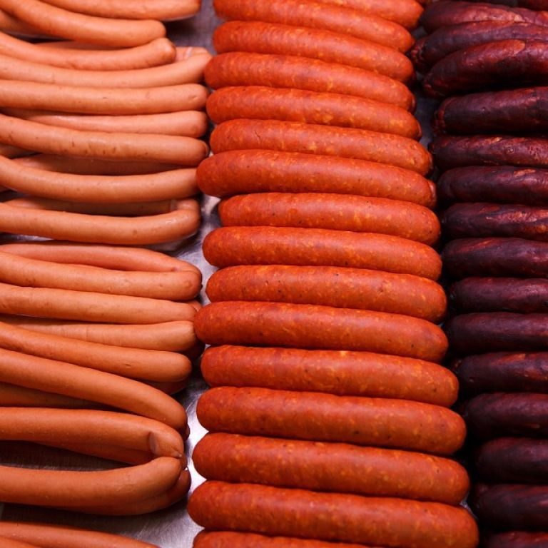 """Ковбаса із щурячими лапами і хвостом: у Мережі розгорівся скандал через """"делікатес"""" у продукті (фото)"""