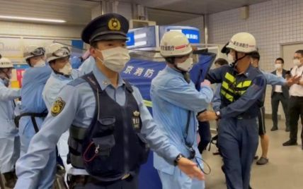 """""""Выглядели счастливыми"""": в поезде в Токио мужчина с ножом напал на пассажиров"""