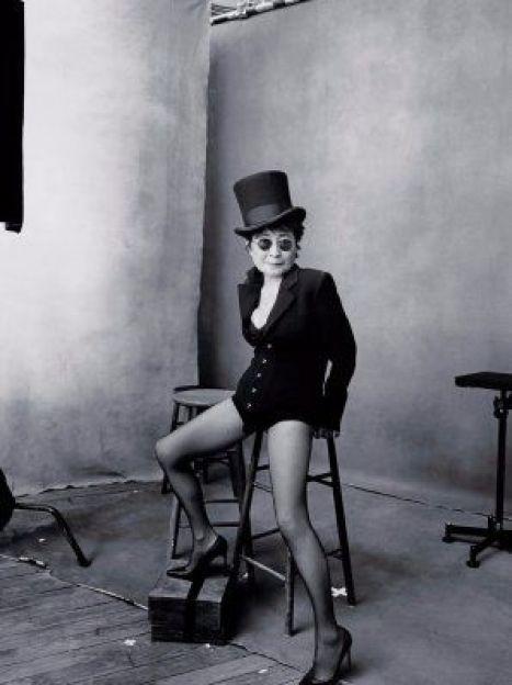 Октябрь. Художница Йоко Оно, фото: Энни Лейбовиц / ©