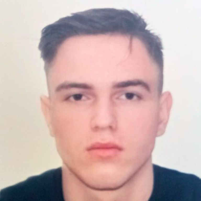Поехал в Черновцы на экзамен и исчез: на Буковине уже неделю разыскивают 18-летнего парня (фото)