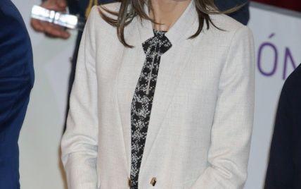 В элегантном костюме и пестрой блузке: новый выход королевы Летиции