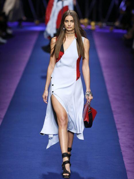 Коллекция Versace прет-а-порте сезона весна-лето 2017 / © East News