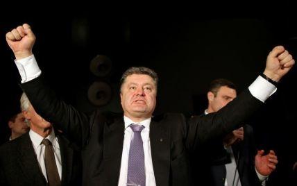 Порошенко показал декларацию: 52 млн грн дохода, три авто, лодка и квартиры