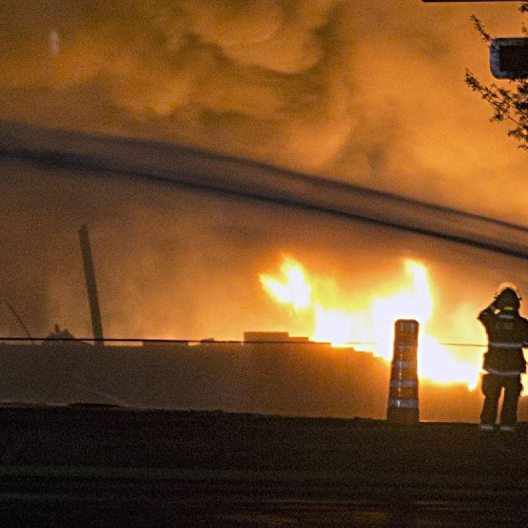 """В Макеевке уже сутки тушат пожар на шахте """"Бутовская"""", где работало более 200 горняков"""