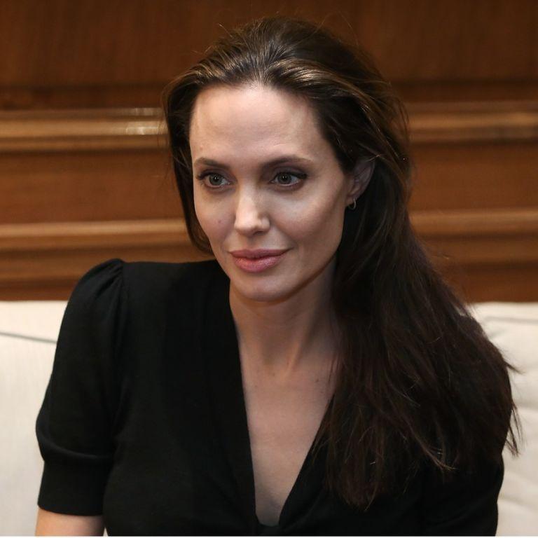 Анджелина Джоли стала соседкой одной из сестер Кардашьян-Дженнер