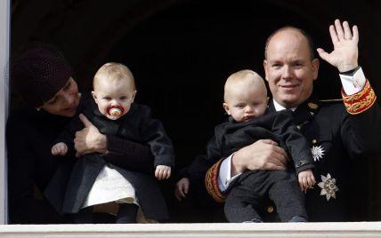 Князь Альбер ІІ и княгиня Шарлин показали подросших близнецов