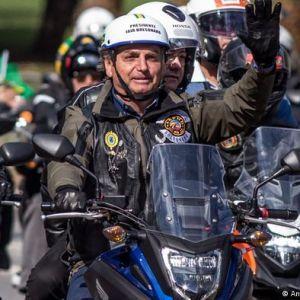 Президента Бразилії оштрафували за недотримання правил запобігання COVID-19