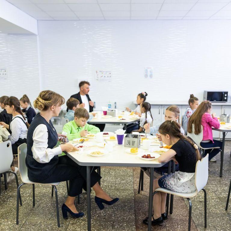 Эра сосисок закончилась: с 1 сентября в школах введут новые стандарты питания