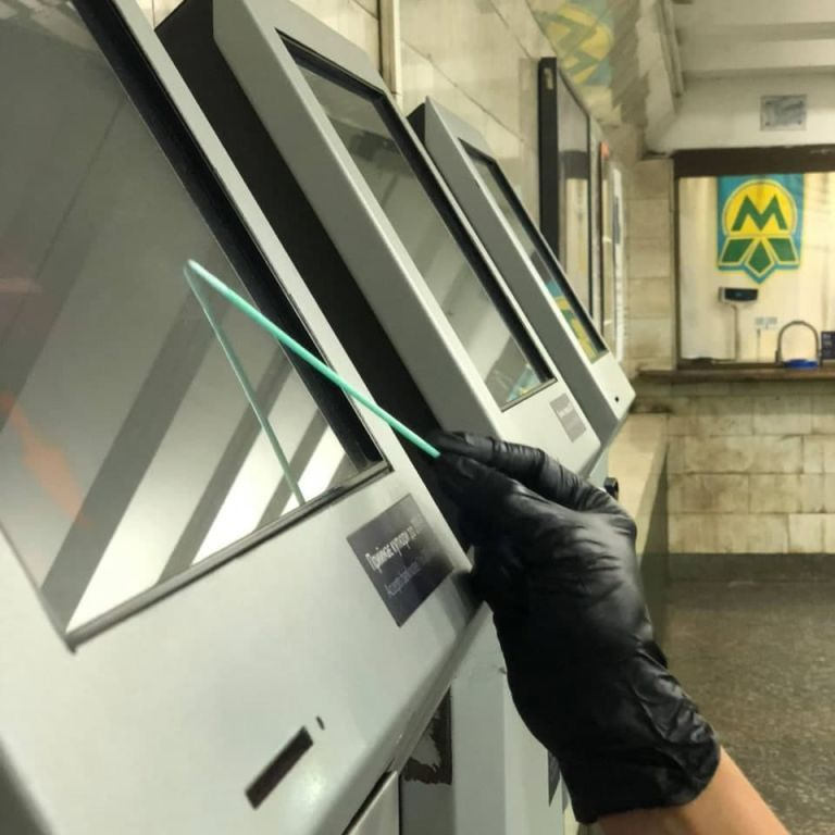 У метро Києва знайшли нові віруси: яких правила потрібно дотримуватися, аби не заразитися