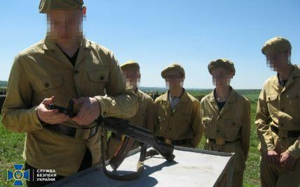 """На оккупированном Донбассе готовили молодых """"амазонок"""" для боевиков: фото"""