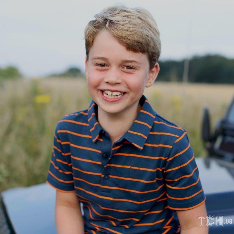 Принцу Джорджу - 8: Кейт и Уильям поделились новым фото своего сына