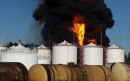 Горящую нефтебазу под Киевом планируют потушить пенной атакой