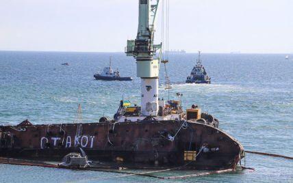 """Слідство назвало причину трощі танкера """"Делфі"""" поблизу Одеси"""