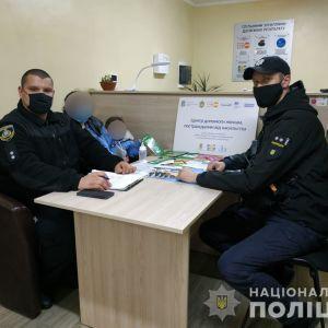 Зачепив сина: в Херсонській області дівчина з маленькою дитиною втекли від тирана