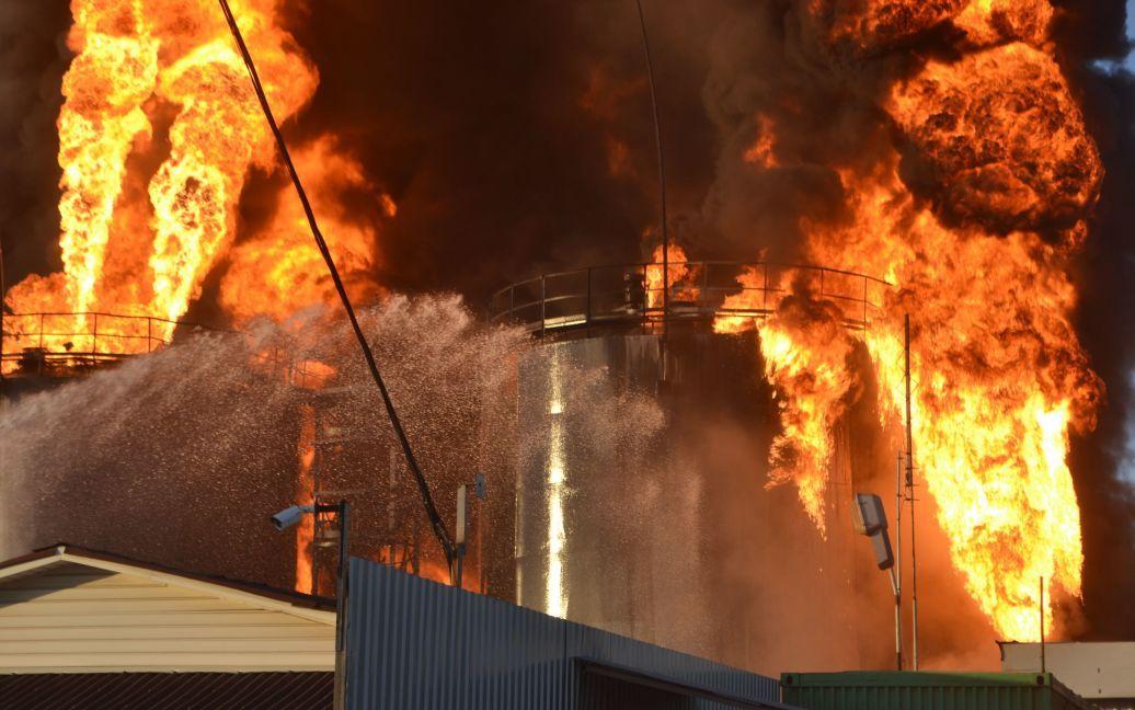 Всего к тушению пожара привлечено 45 единиц пожарной и специальной техники и пожарных 218 / © Государственная служба Украины по чрезвычайным ситуациям