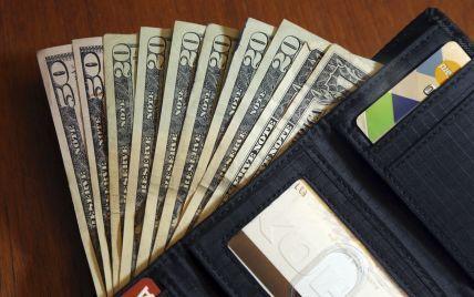Курс валют: долар та євро продовжують різко дешевшати. Інфографіка