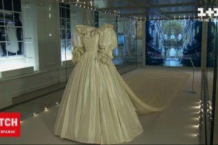 Новини світу: сукню принцеси Діани, в якій вона обвінчалася з принцом Чарльзом, показали публіці