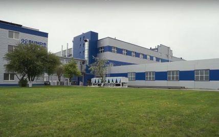 Спалах коронавірусу виявили на фабриці у Львівській області: 800 людей відправляють у відпустку