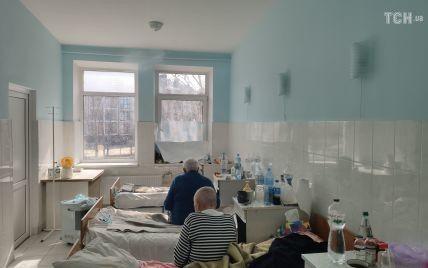 Напівпритомна стікала кров'ю: у Києві жінці відмовили у госпіталізації через коронавірус