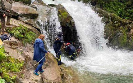 Поскользнулся и упал в водопад: во Львовской области во время школьной экскурсии погиб ученик 6 класса