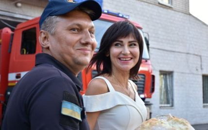 Рятувальник з Дніпра, який брав участь у гасінні пожеж в Греції, повернувся додому та з літака одразу пішов під вінець (фото)