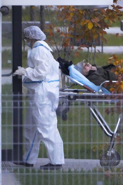 В Україні смертність від коронавірусу побила новий рекорд: за добу померло понад 730 людей