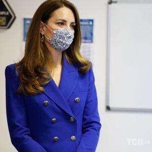 У блейзері Zara і з замшевими аксесуарами: герцогиня Кейт приєдналася до шотландського туру Вільяма