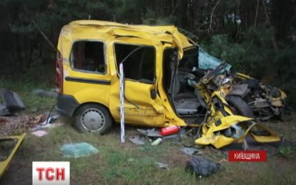 В нелепом ДТП на Киевщине погибли мужчина, женщина и их 7-летняя дочь