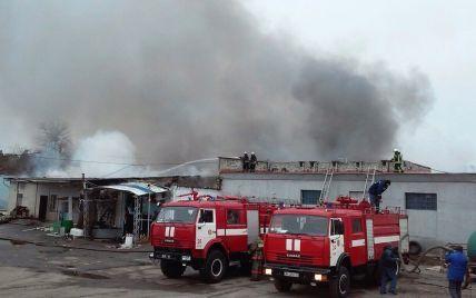 Пожар складов в Киевской области тушили полсуток из-за большой глубины помещений