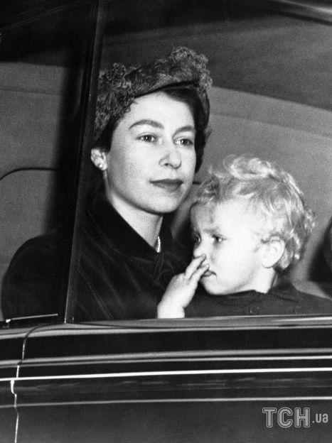 Королева Елизавета II с принцессой Анной / © Associated Press