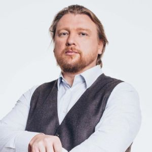 Политтехнолога Петрова, который является фигурантом по делу о домогательствах чиновника МВД, отпустили под домашний арест
